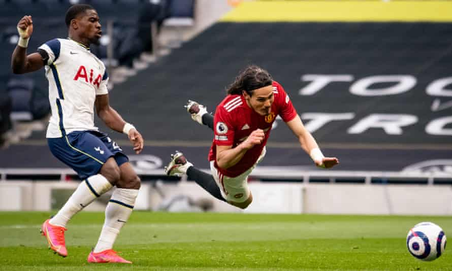 Edinson Cavani scored Manchester United's second goal with a header.