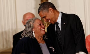 Toni Morrison with Barak Obama when she was awarded the Presidential Medal of Freedom at the White House, 2012 .