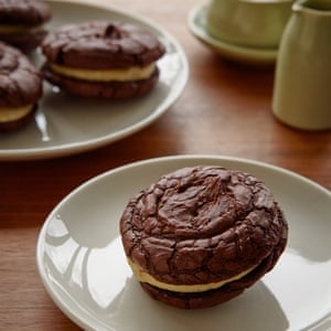 Chocolate sandwich cookies filled with tahini cream.