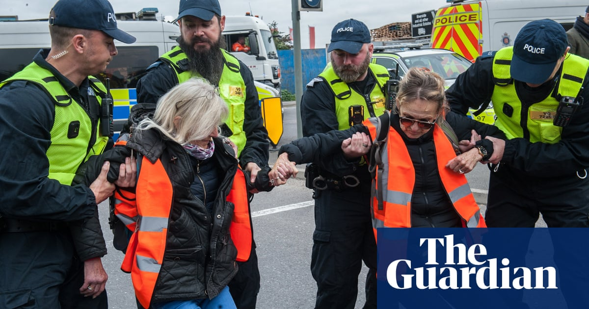 Drivers threaten Insulate Britain activists in Essex protests