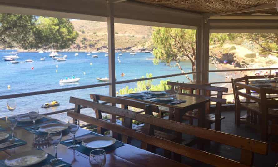 Chiringuito La Pelosa restaurant terrace with views over sea and bay.