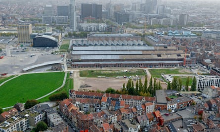 A new neighbourhood is being built around the Tour & Taxis industrial area in Brussels.