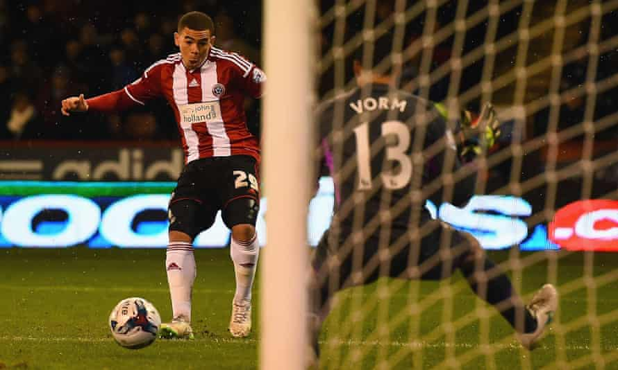 Che Adams with Sheffield United in 2015, scoring against Tottenham in the League Cup semi-final.