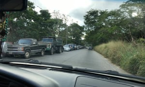 Hundreds of vehicles queue for increasingly scarce petrol in Barinas