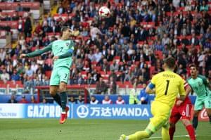 Cristiano Ronaldo can't direct his header into the net.