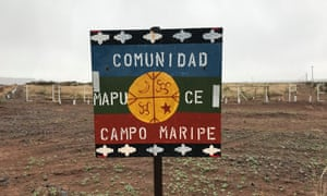 "Sign reading: ""Mapuche community, Maripe camp"""