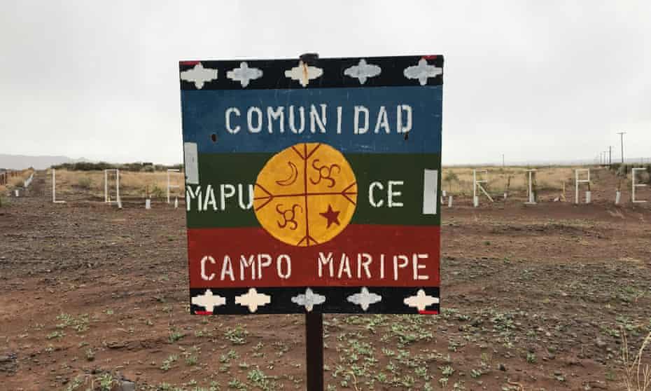 "Sign reading: ""Mapuche community, Maripe camp"""
