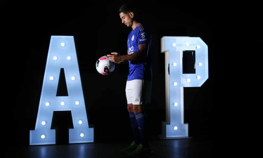 Leicester City have unveiled their new signing Ayoze Pérez.