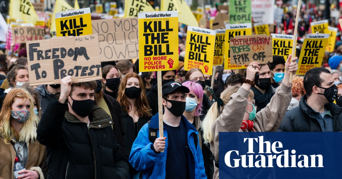 Met police criticised for arrest of two observers at 'kill the bill' protest