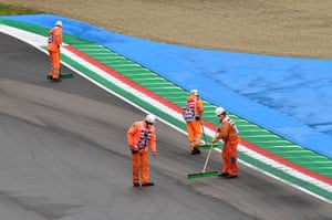 The track is cleared as the race is red flagged