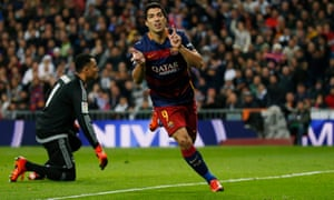 Luis Suárez celebrates his second goal as Barcelona go 4-0 up at Real Madrid.