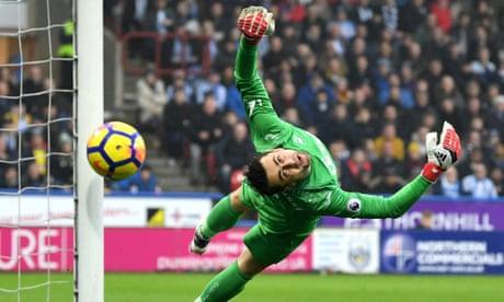 West Ham sign Poland goalkeeper Lukasz Fabianski from Swansea
