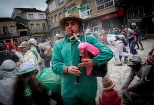 A man plays bagpipes during the Domingo Fareleiro festival in the village of Xinzo de Limia, north-western Spain