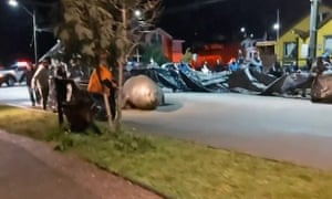 On Monday night, the residents of Puerto Cisnes, Chile, a coastal town 1,500km (932 miles) south of the capital, Santiago, were treated to the spectacle of a two-tonne elephant seal hauling itself through their neighbourhoods