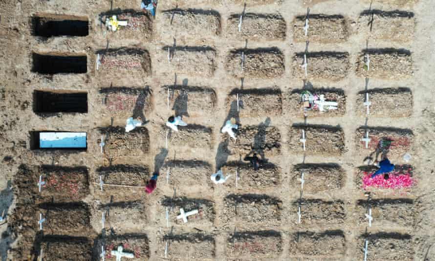 Kuburan baru telah digali untuk para korban Kovit di Pemakaman Busuk di Jakarta