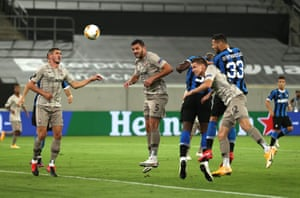 Danilo D'Ambrosio heads in Inter Milan's second.