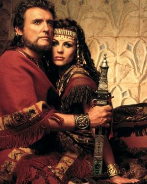 Dennis Hopper and Elizabeth Hurley in Samson and Delilah, 1996