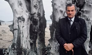 patrick leigh fermor on the beach at saint malo in 1992