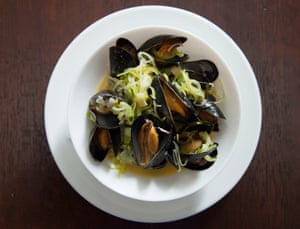 A plate of mussels.