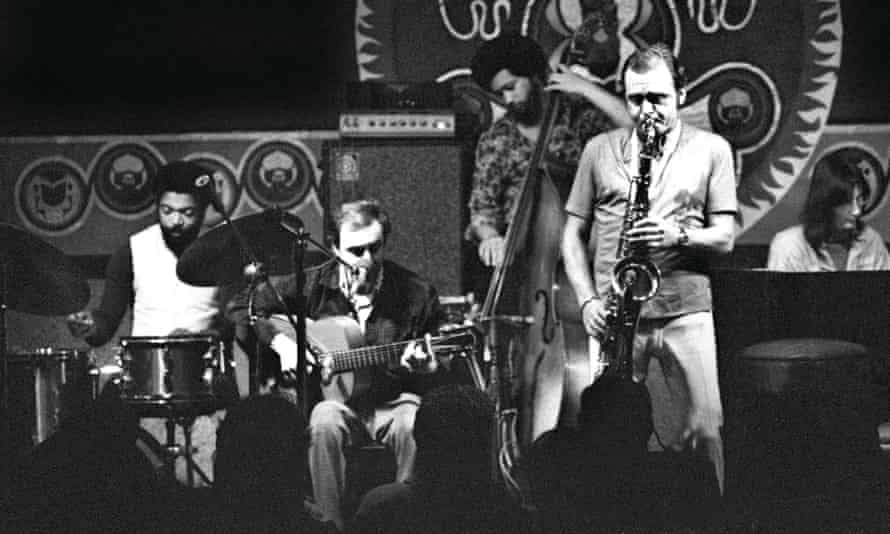 João Gilberto, seated with guitar, performs with Stan Getz on saxophone.