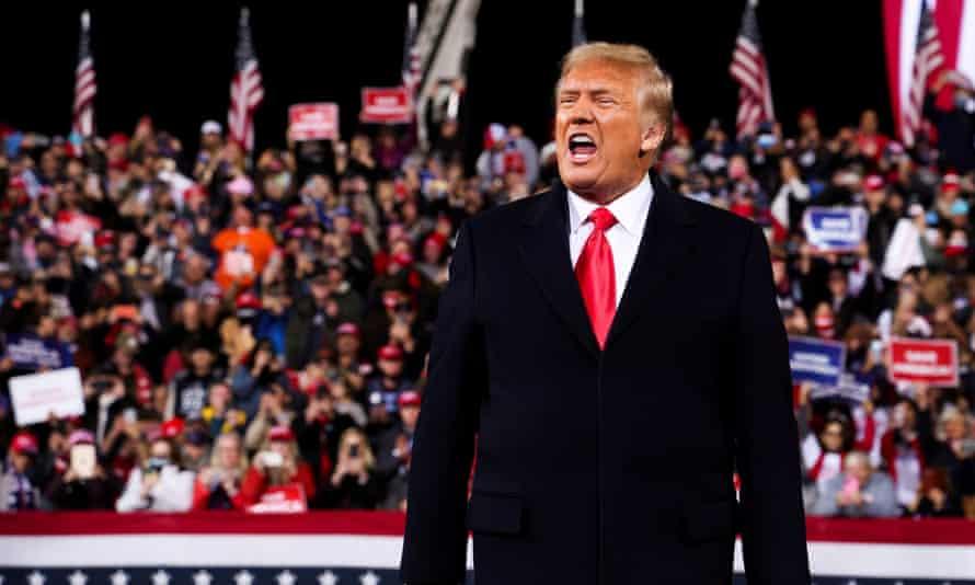 Donald Trump arrives at the rally in Valdosta, Georgia