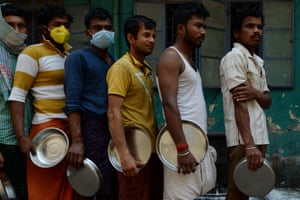 Migrant workers queue for food in Chennai
