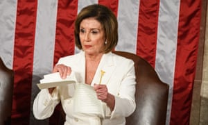 Nancy Pelosi tears a copy of the speech of the president of the United States, Donald Trump, after his speech on the state of the Union.