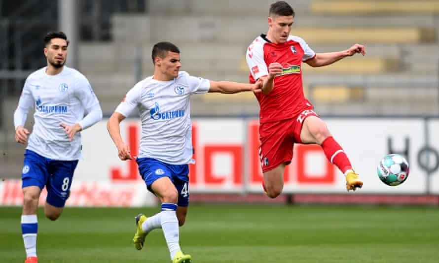 Roland Sallai in full flight for Freiburg against Schalke in the Bundesliga
