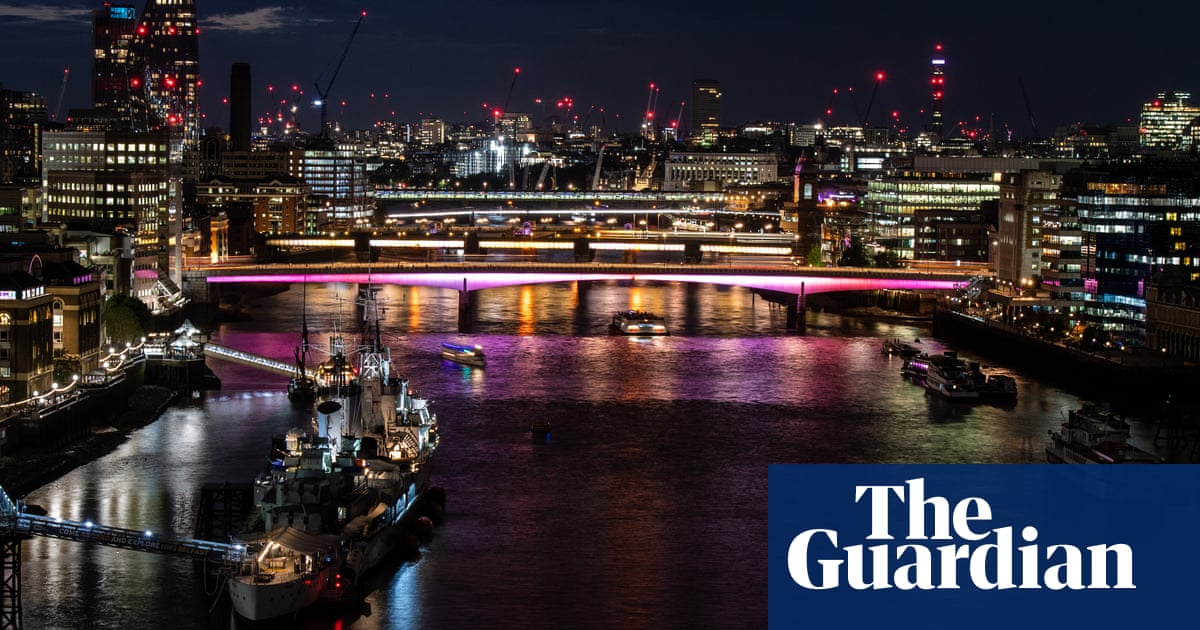 London bridges go LED as part of £45m longest artwork project