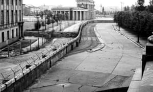The Berlin Wall against the background of Brandenburg Gate in 1962.