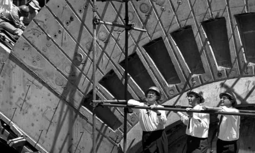 Jack Zunz, centre, with Ove Arup, left, and Michael Lewis, on site at the Sydney Opera House in 1964.