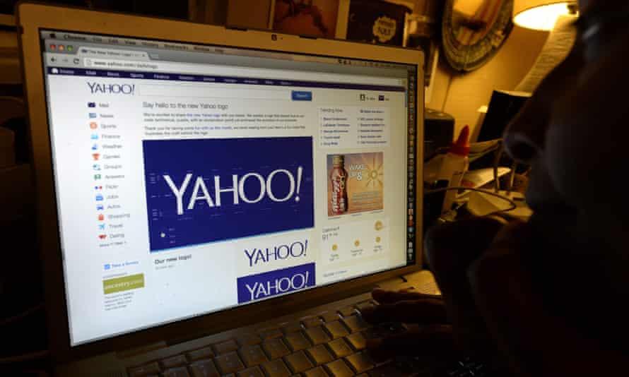 Man looking at Yahoo homepage
