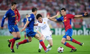 Park Ji-uung is outnumbered by Barcelona players during Manchester United's defeat in the 2009 Champions League final.