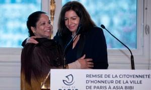 Asia Bibi with the mayor of Paris, Anne Hidalgo