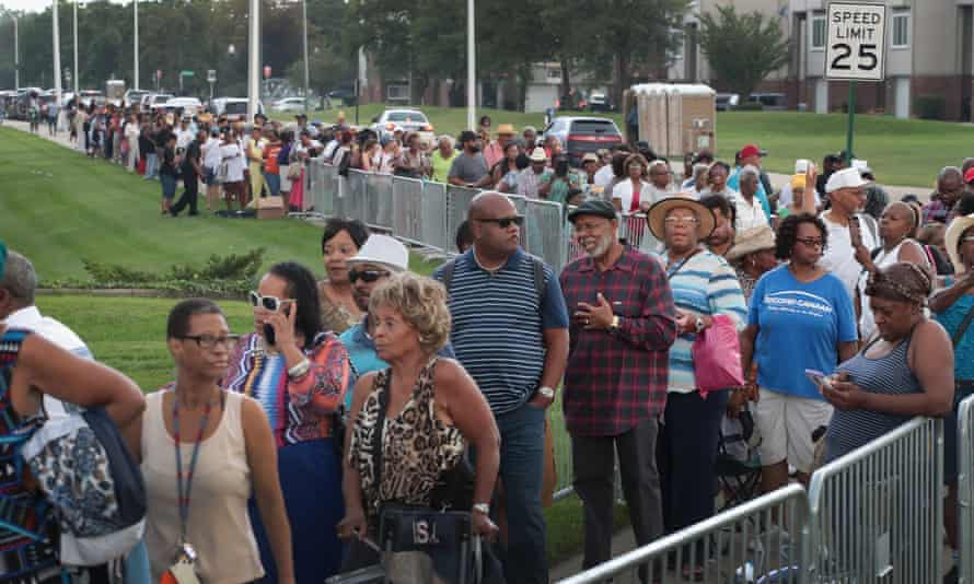 Fans of Aretha Franklin line up to attend a viewing for the late soul music legend