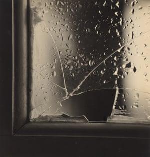 The Broken Glass (O vidro partido). c. 1952