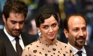 Taraneh Alidoosti with co-star Shahab Hosseini and director Asghar Farhadi on the red carpet in Cannes.