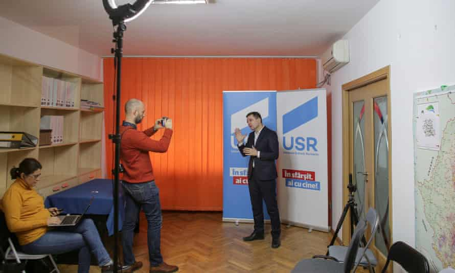 Nicusor Dan records a campaign message at the USR headquarters in Bucharest