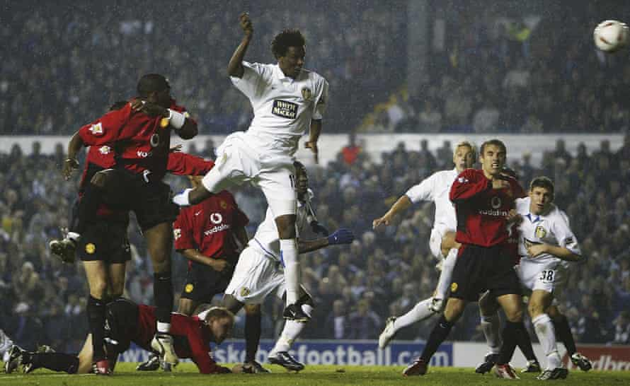 Roque Júnior scores for Leeds against Manchester United in 2003.