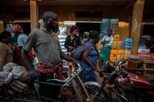 A crowded market in the city of Butembo