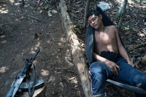 Living in the jungle has taken its toll on the health of the fighters, and Anderson lies in a hammock suffering from malaria