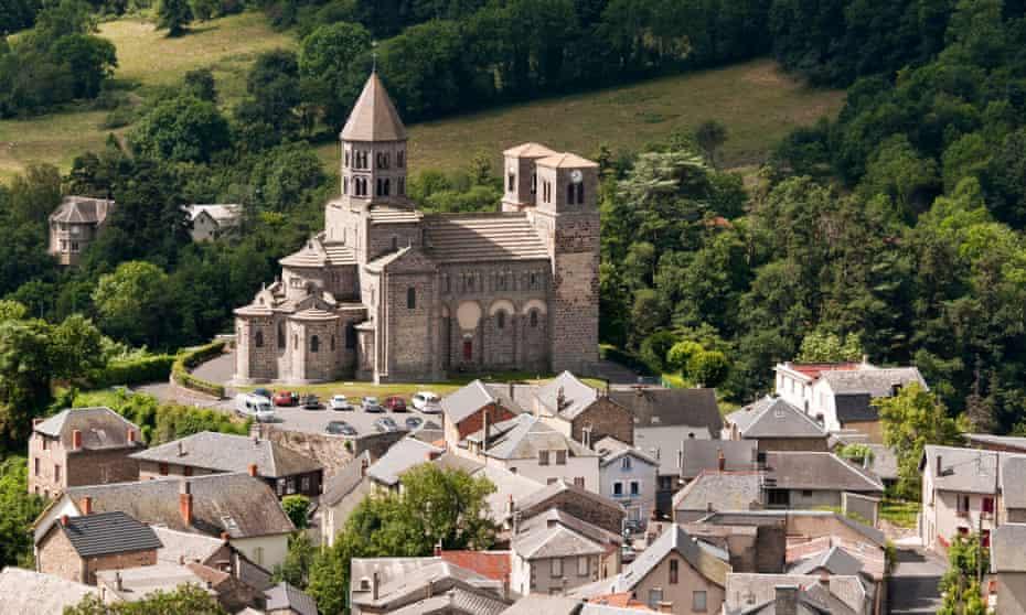 Saint-Nectaire's hilltop church.