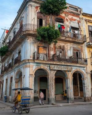 Beware falling masonry: La Maravilla building in the old town.