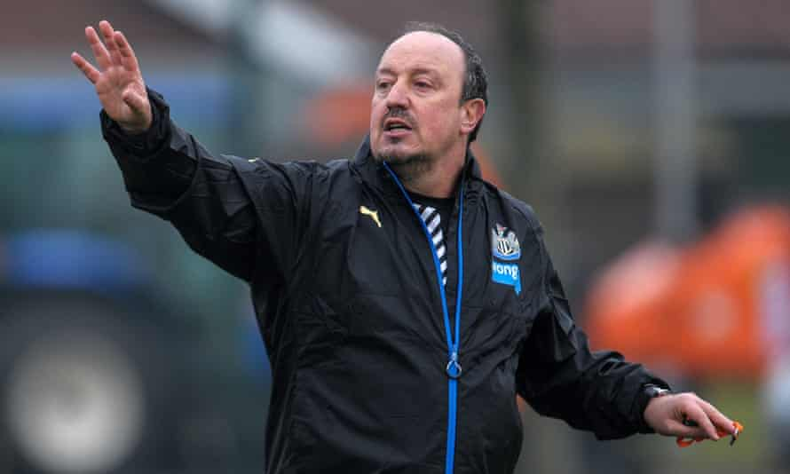 Rafael Benítez took his first training session as Newcastle United manager on Friday after the Spaniard succeeded Steve McClaren.
