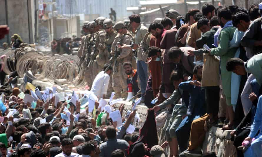 Afghans struggle to reach foreign forces at the airport before the blasts on Thursday