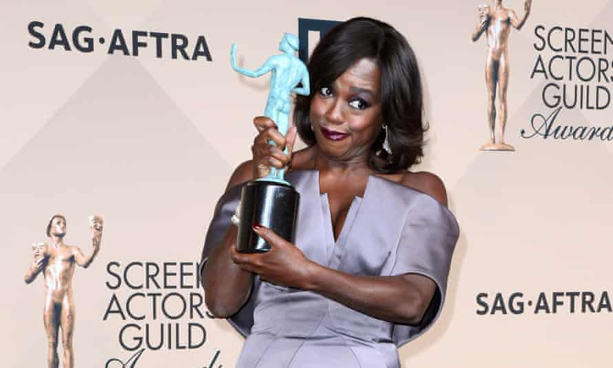 Viola Davis poses with the SAG Award for Outstanding Performance by a Female Actor in a Drama Series