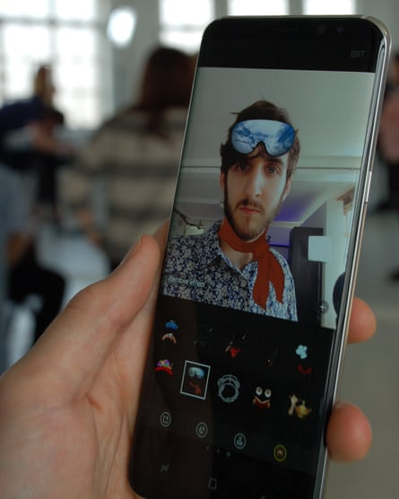 The Galaxy S8's new Snapchat-styled camera in action.