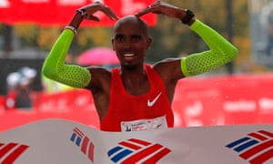 deccb3075333 Mo Farah wins first marathon title with dramatic victory in Chicago ...