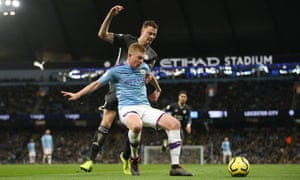 Manchester City's Kevin De Bruyne is challenged by Leicester City's Jonny Evans
