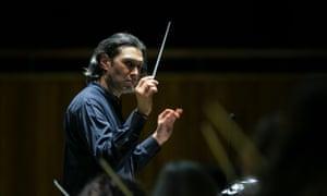 Vladimir Jurowski conducting the London Philharmonic Orchestra in London 2019.